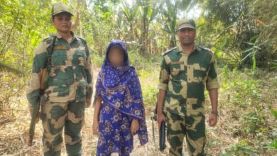 BSF freed a 15-year-old minor Bangladeshi girl from the clutches of smugglers